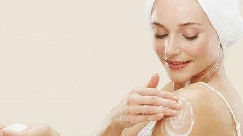 Sữa tắm trắng da toàn thân cho da mịn màng