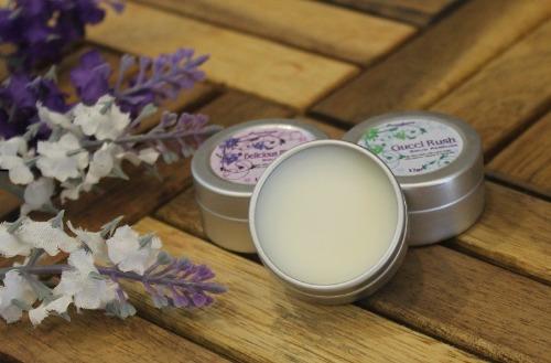Nước hoa khô dạng sáp Kidi mang đến mùi hương nhẹ nhàng, thơm ngát
