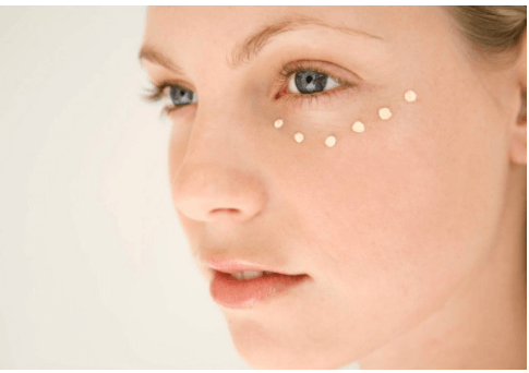 Thoa kem giúp trị nhanh thâm quầng mắt