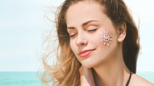 Kem chống nắng Apieu giúp dưỡng da, chống lại ánh nắng mặt trời