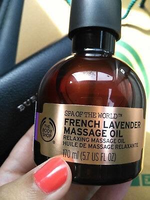 Tinh dầu Laveder mang đến mùi hương nhẹ nhàng, thư giãn