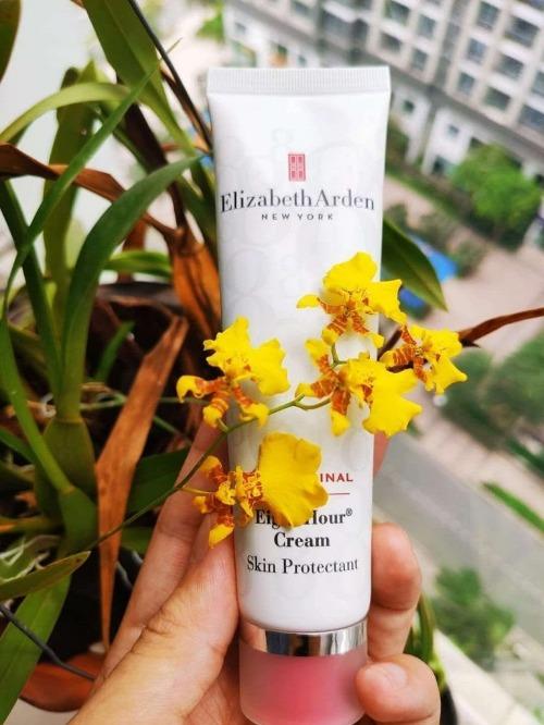 Elizabeth Arden chứa các dưỡng chất phục hồi da