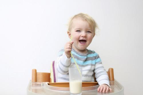 Sữa non Colostrum giúp bé thông minh, phát triển toàn diện