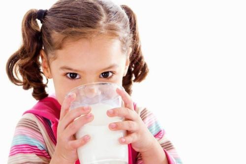 Sữa tươi nguyên kem được làm từ sữa bò tươi nguyên chất 100%