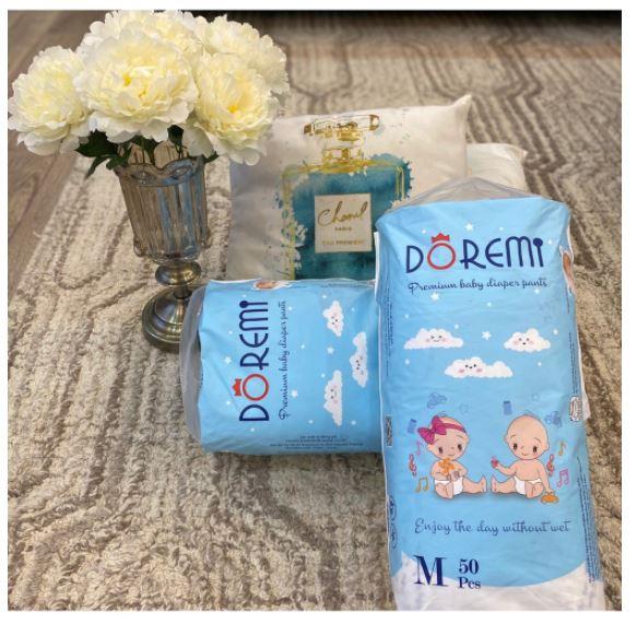 Bỉm Doremi được thiết kế xin sò, có tay xách tiện lợi