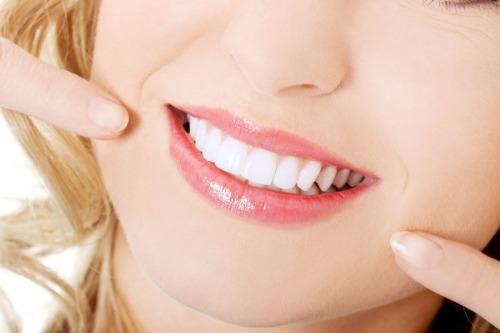 Răng trắng sáng với kem đánh răng Amway Glister