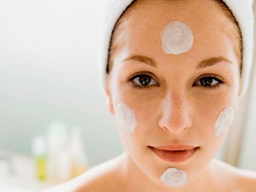 Sử dụng kem dưỡng ẩm đúng cách - giúp da tươi trẻ, chống lão hoá