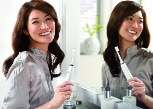 Sử dụng bàn chải điện - dễ dàng khi vệ sinh răng miệng