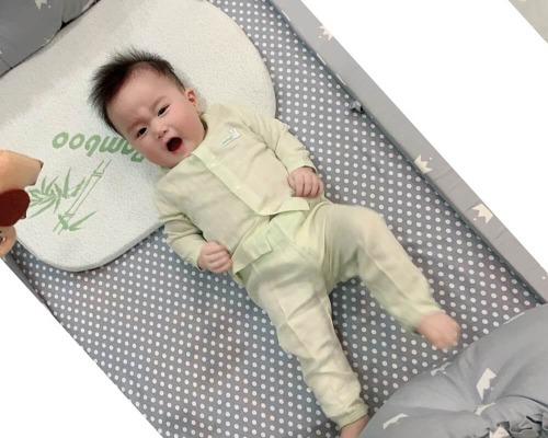 Gối chống trào ngược cho bé nữa mà mẹ không nên bỏ qua từ thương hiệu Uala Rogo