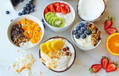 Ăn yến mạch sữa chua Hy Lạp trái cây